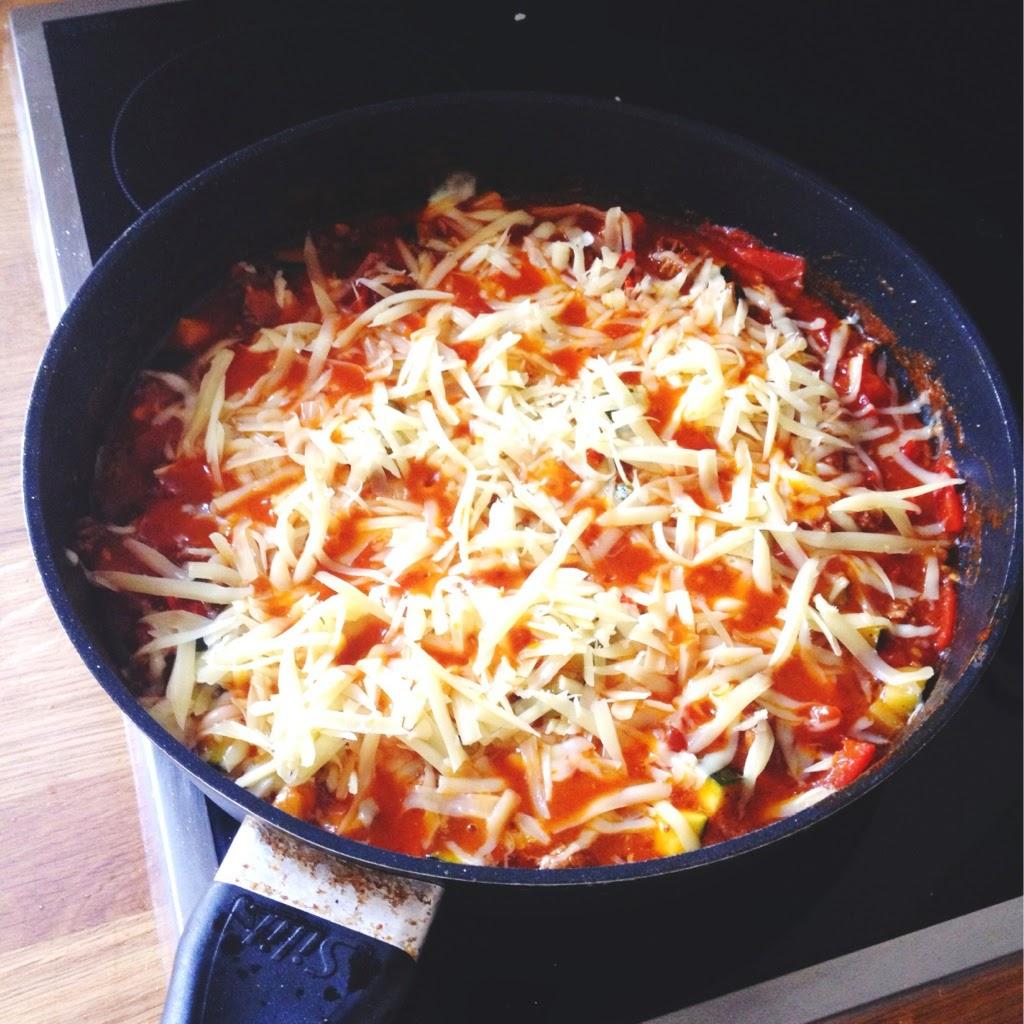Zucchini-Hackfleisch-Käse-Eintopf mit Reis
