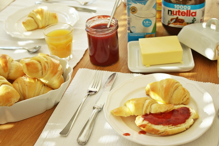 Sonntagsfrühstück mit frischen Joghurthörnchen