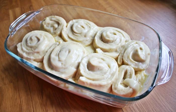 Hefe-Schnecken mit Vanillepudding
