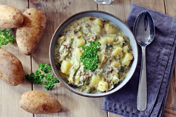 Hackfleisch-Käse-Lauch-Suppe mit Kartoffeln