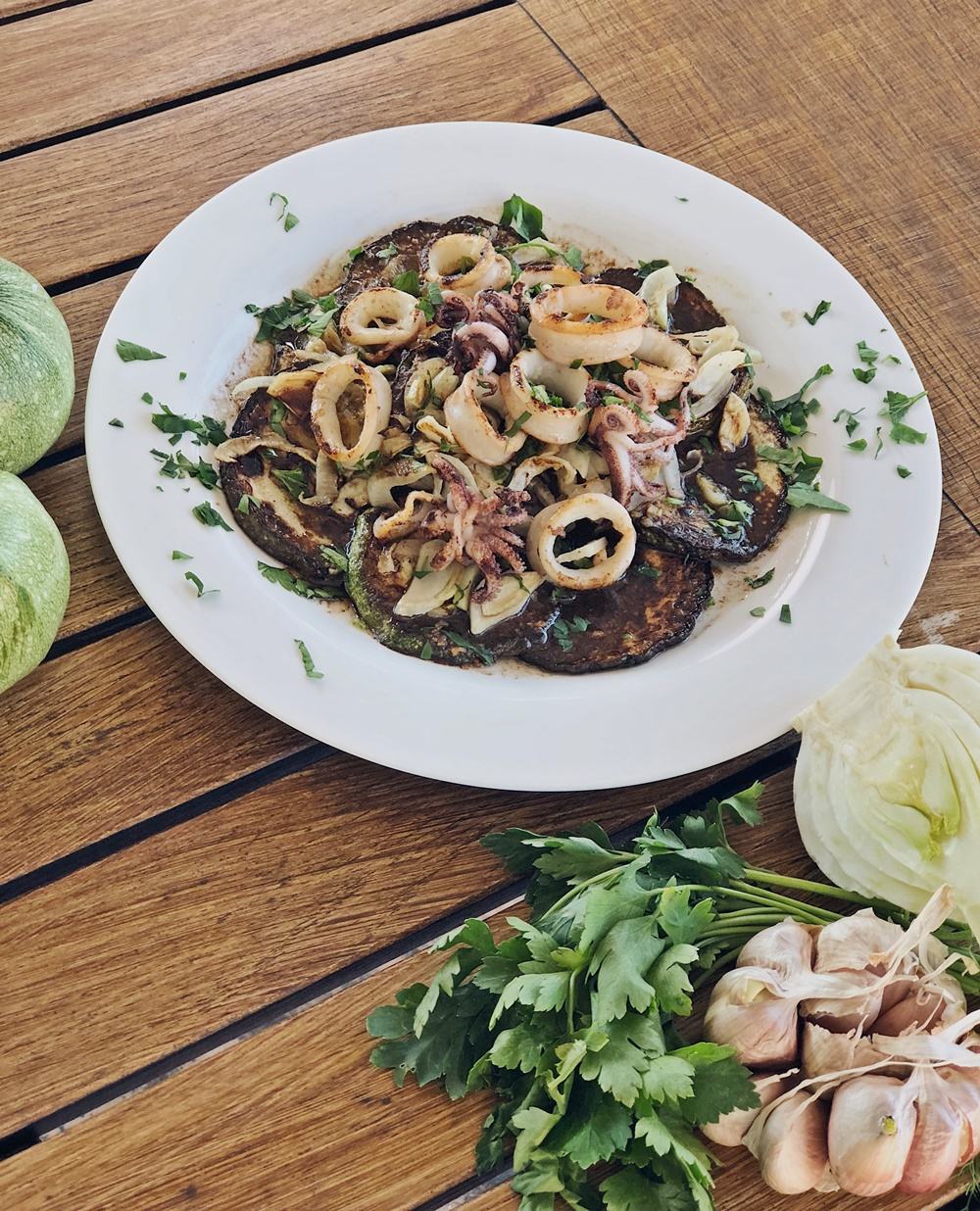 warmer Zucchini-Fenchel-Salat mit Balsamico-Senf Dressing & Calamari
