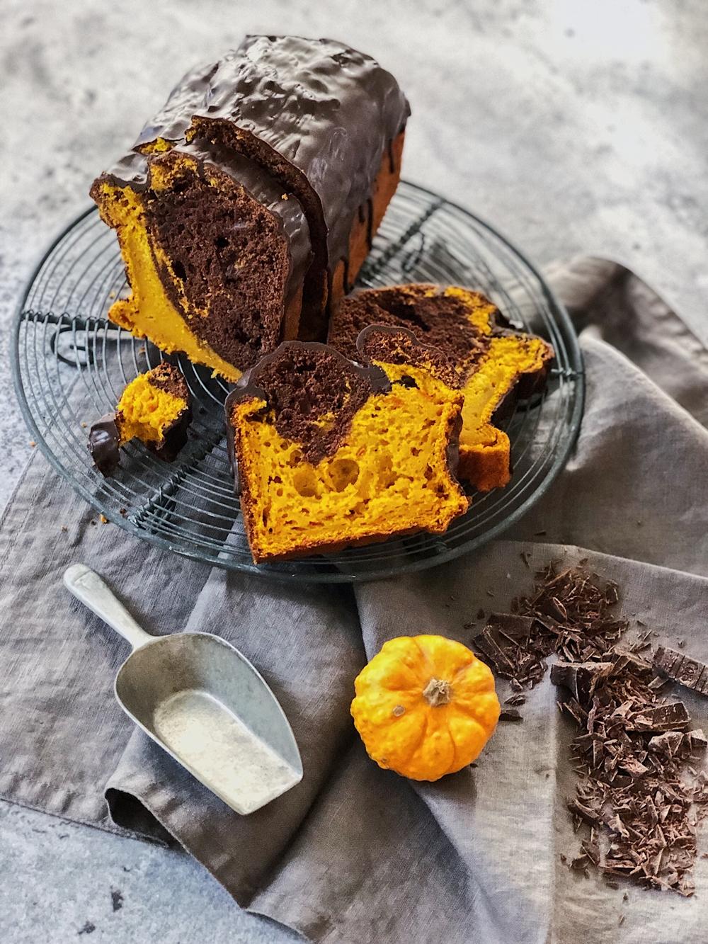 Kürbis-Marmor-Kuchen mit Schokoglasur