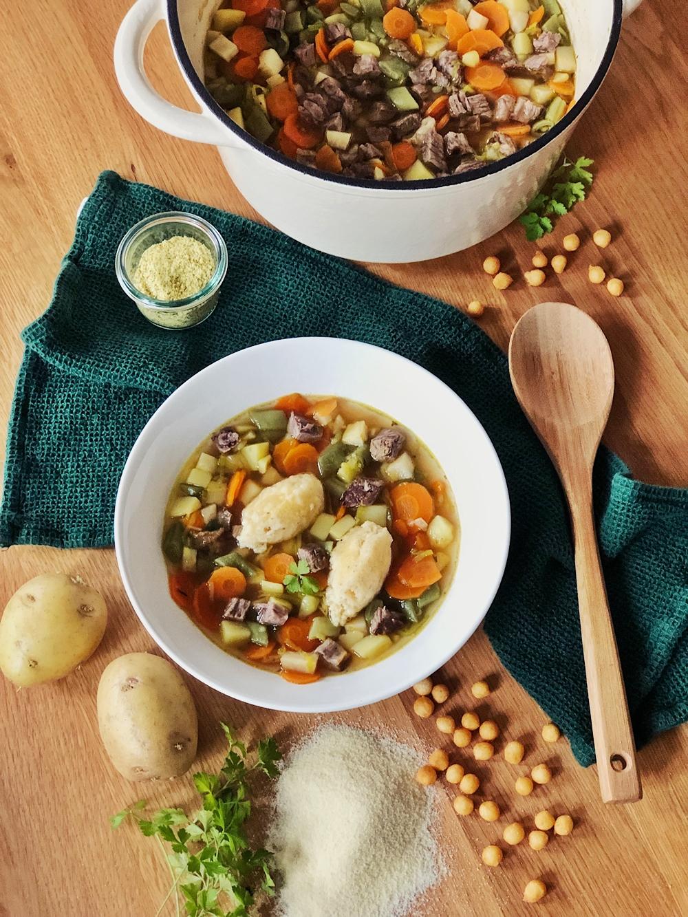 Gemüsesuppe mit Rindfleisch & Grießnockerl