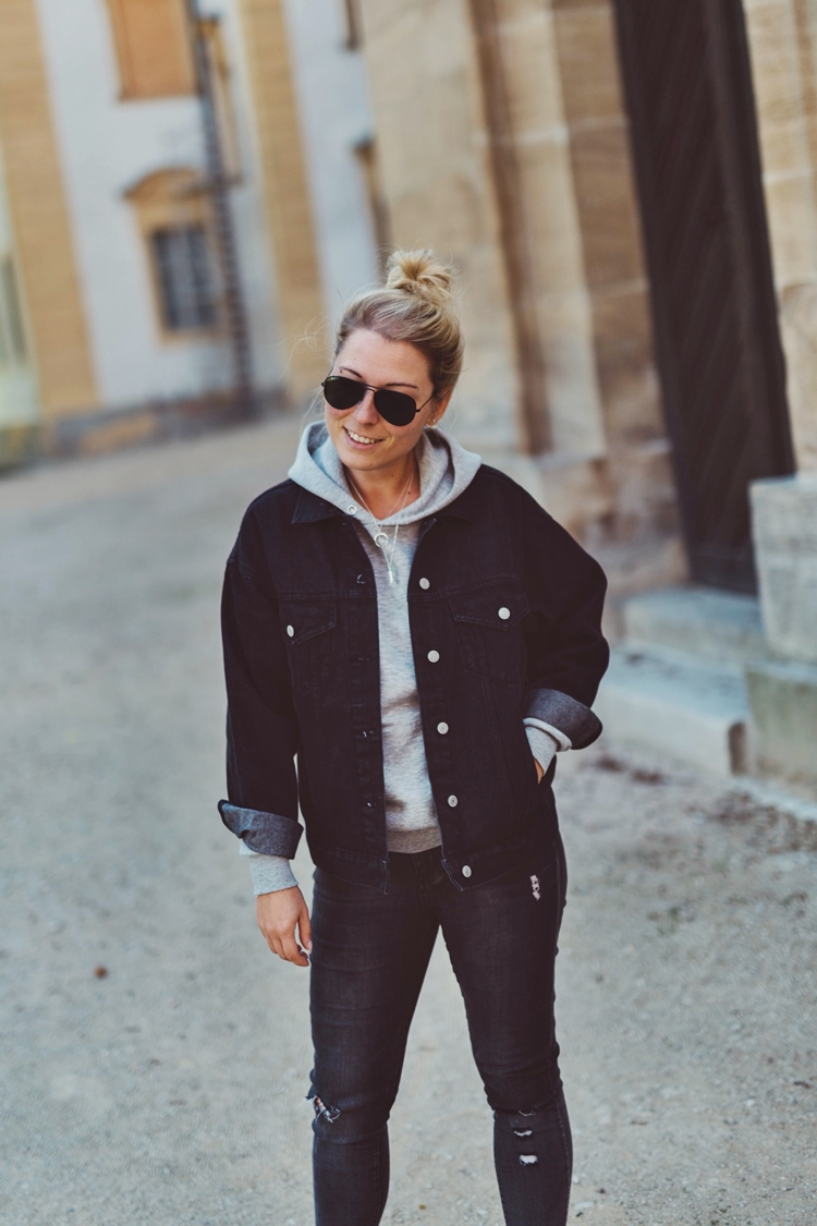 Oversized Denim Jeansjacke, Kapuzen-Pullover, Ripped Jeans & Chucks, ebay, fashionkitchen, look, outfit