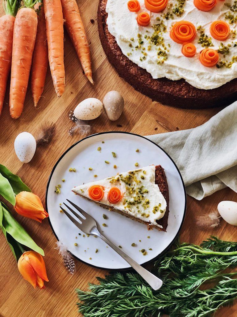 feiner Karottenkuchen mit Mascarpone-Frischkäse-Frosting