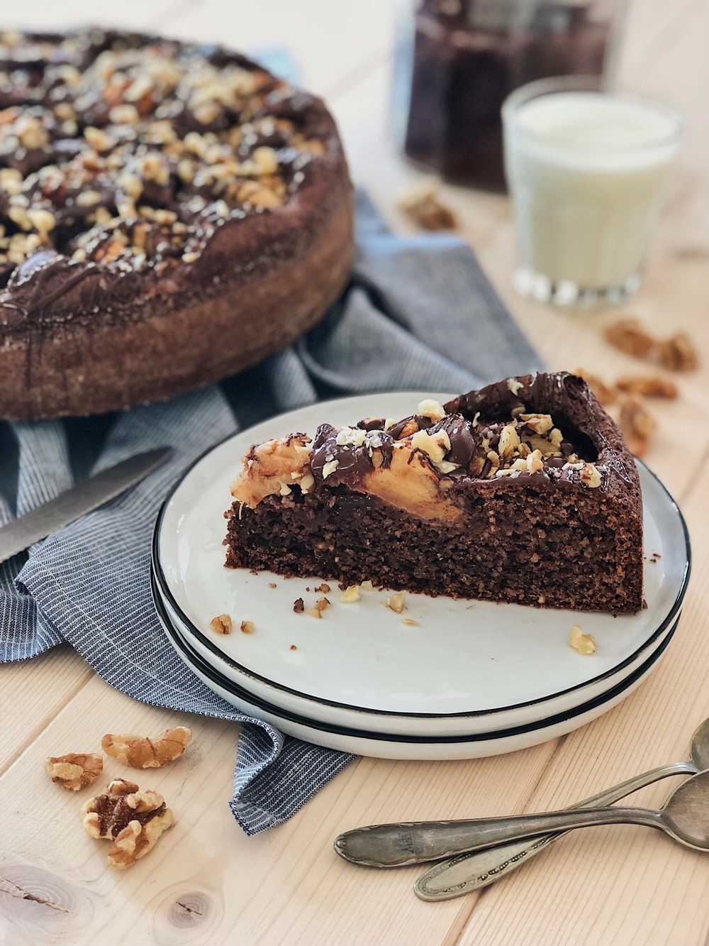 Apfel-Nuss Kuchen mit Nutella-Glasur & Walnüssen