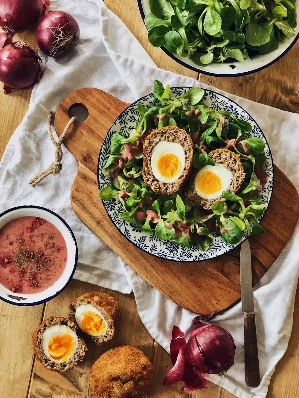 Scotch Eggs – Schottische Eier mit Feldsalat und Himbeer-Senf-Dressing