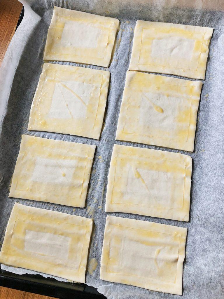 Vanille-Blätterteig-Teilchen mit Rhabarber