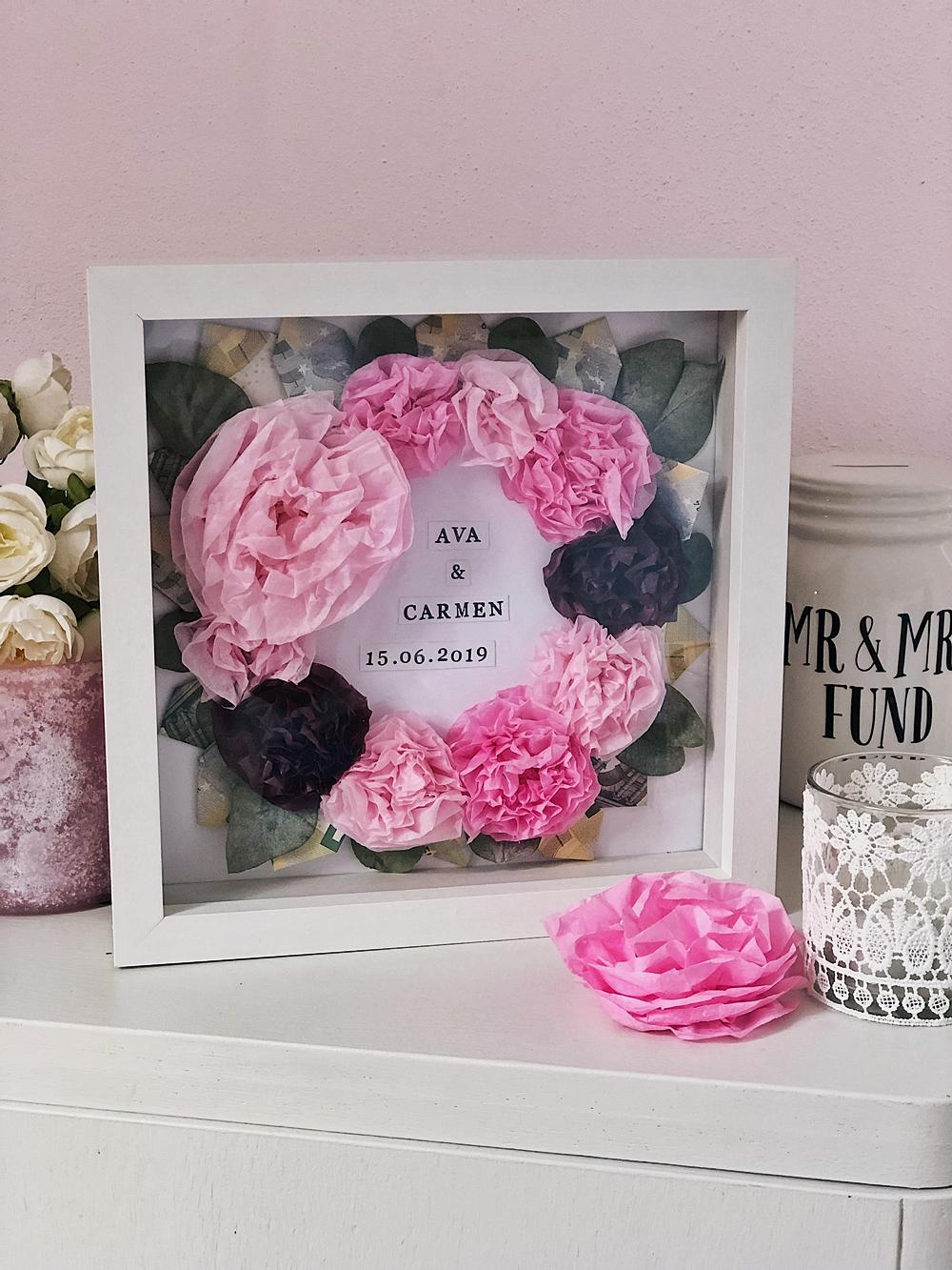 DIY-Blütenkranz im Bilderrahmen-Geldgeschenk Hochzeit Geburtstag