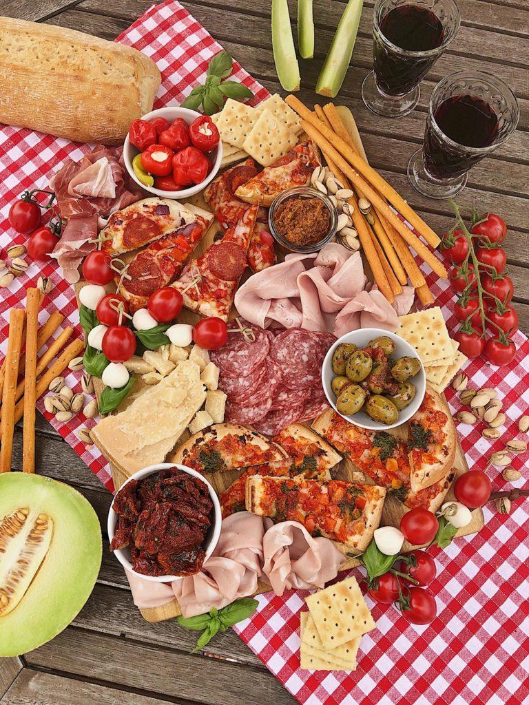 Italian Charcuterie Board-italienische Antipasti-Platte