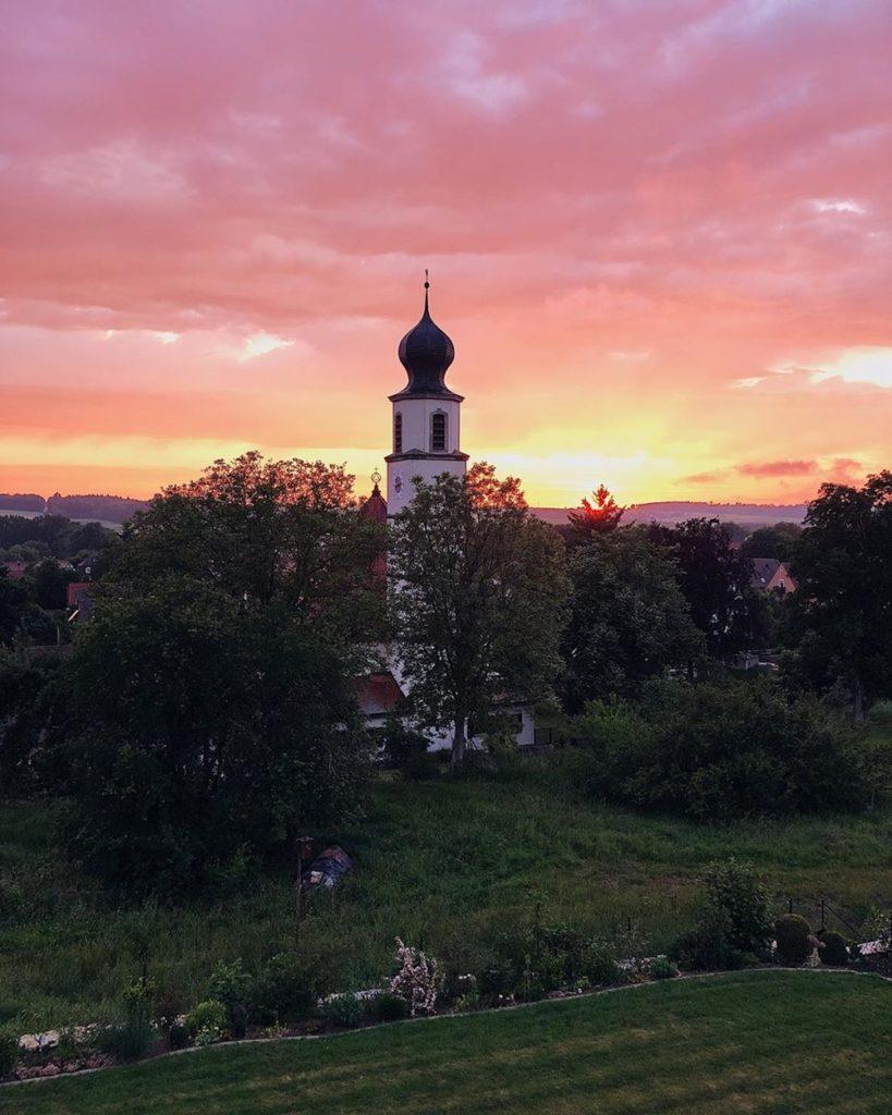 Sonnenuntergan lila wolken pinker himmel sunset ausblick