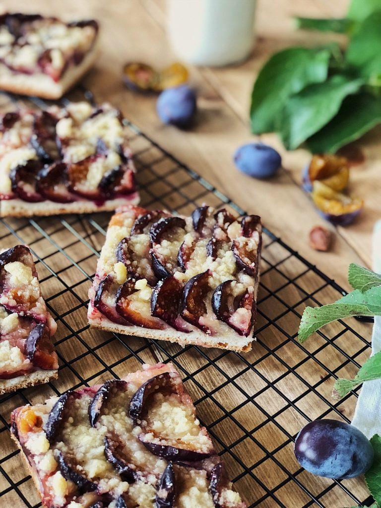 Zwetschgenkuchen vom Blech mit Butterstreusel