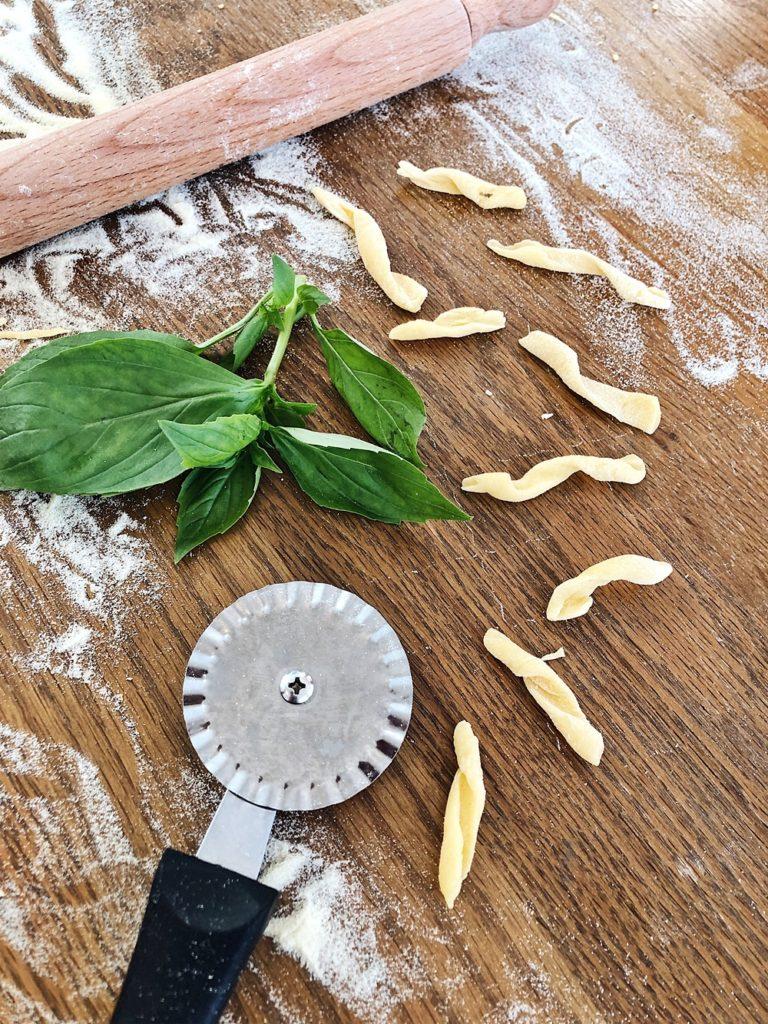 italienische Pasta selber machen - so stellst du Ravioli, Orecchiette, Tagliatelle, Farfalle & Fricelli her