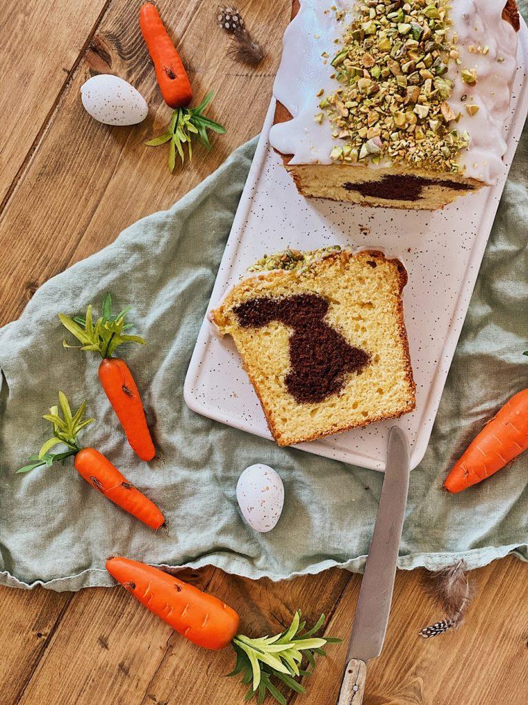 Osterhasen Kuchen mit Pistazien-Zuckerguss