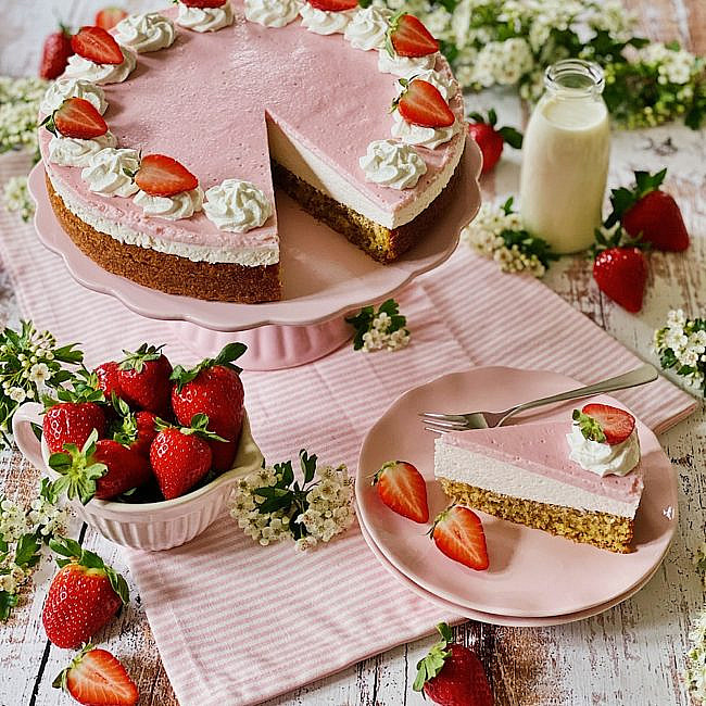 Strawberries & Cream Erdbeer-Mandel-Torte