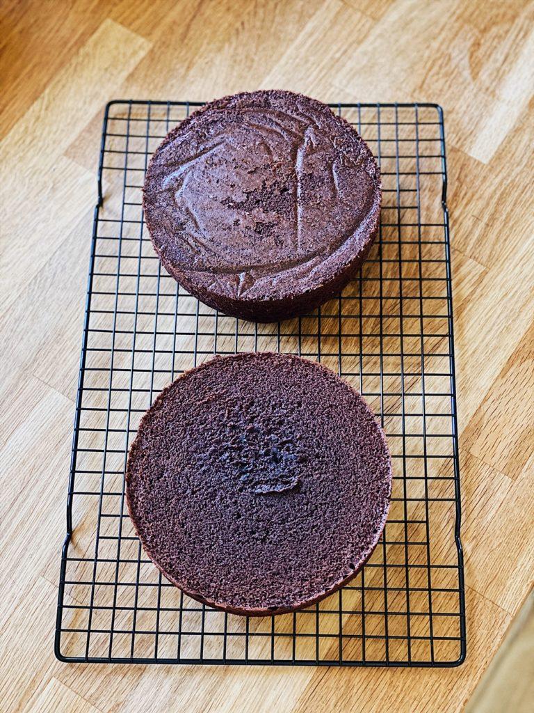 Kinder Schokolade Torte - Triple Chocolate Drip Cake