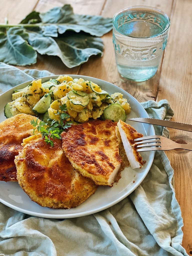 Kohlrabi Schnitzel mit Kartoffel-Gurken-Salat