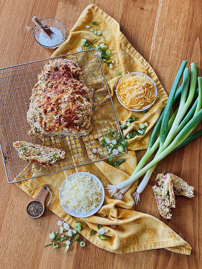 Partybrot mit Käse, Speck & Frühlingszwiebeln