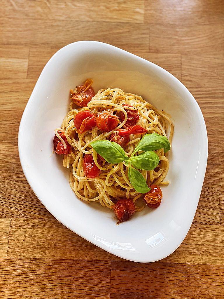 gebackene Tomaten-Feta-Pasta aus dem Ofen