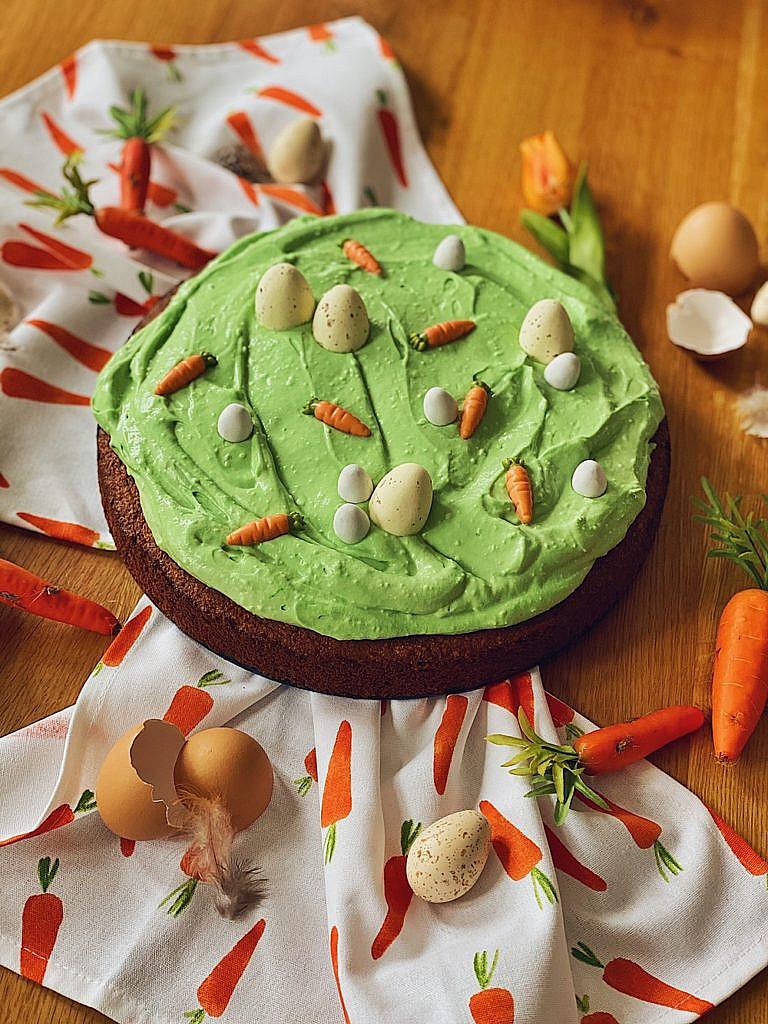 Osterkuchen - Karottenkuchen mit Ostereierwiese