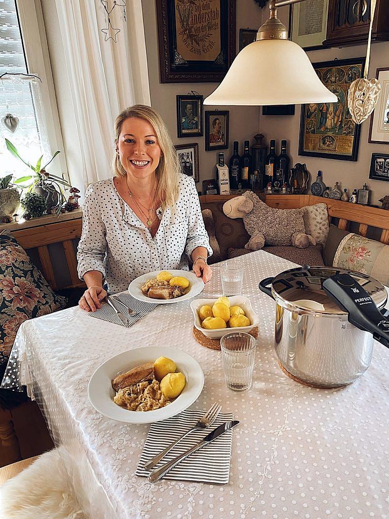 Kraut und Fleisch - fränkisches Sauerkraut mit Schweinebauch und Kartoffeln