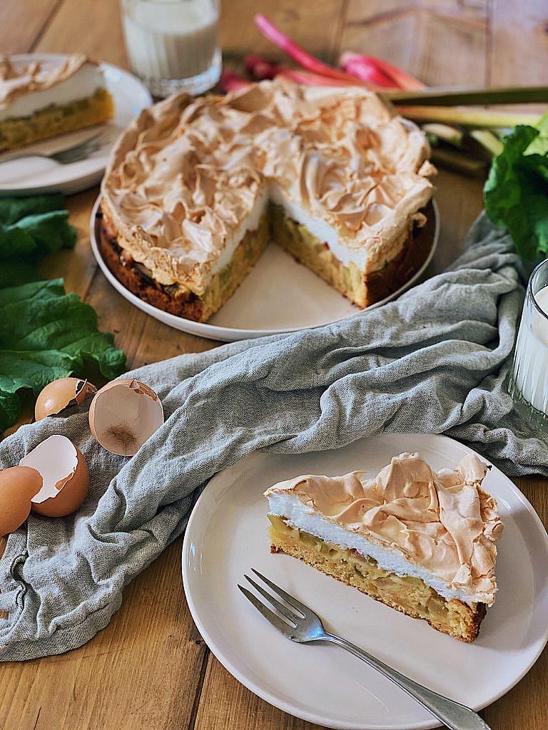 Omas Rhabarberkuchen mit Baiser