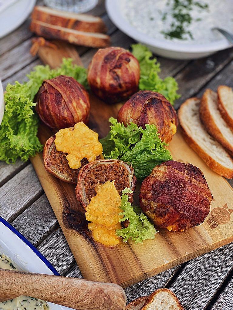 Bacon Beef Onion Bombs - Speck-Hack-Zwiebel Bomben mit Käse