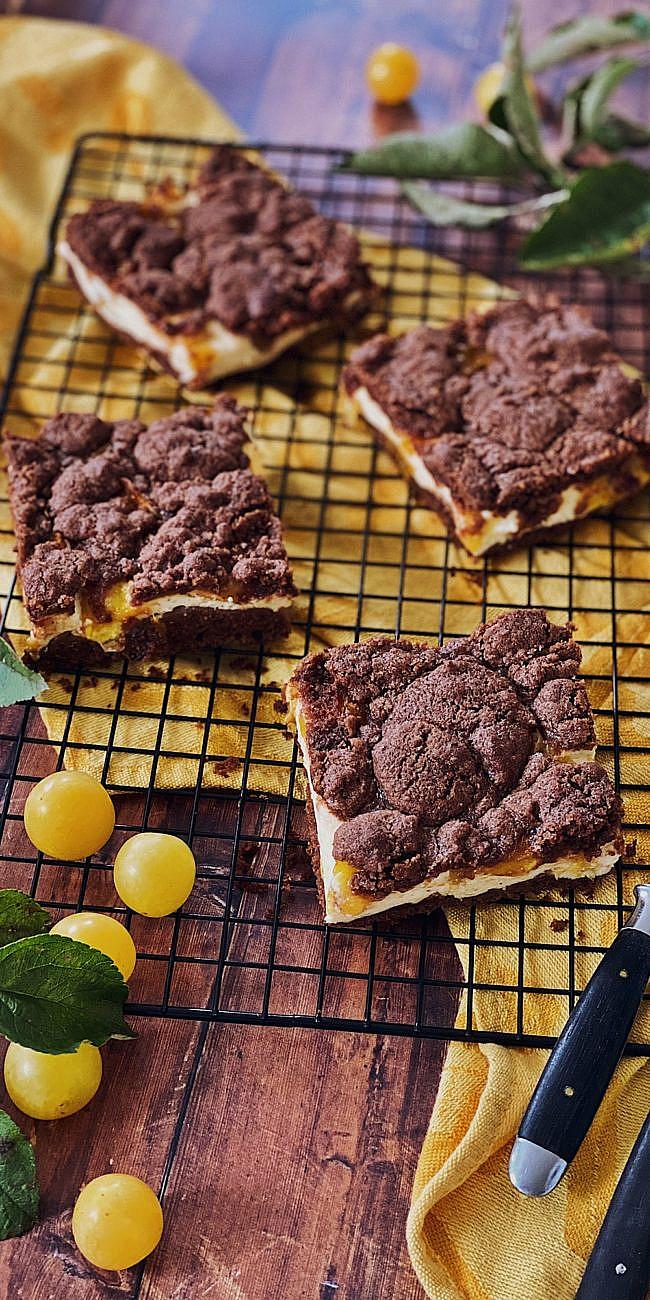 Brownie Cheesecake mit Schoko-Streusel und Ringlo/Aprikosen vom Blech