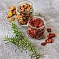 Tomaten trocknen und in Öl einlegen